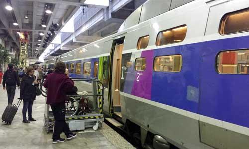 Voyageur TGV en fauteuil : des réduc pour 3 accompagnateurs